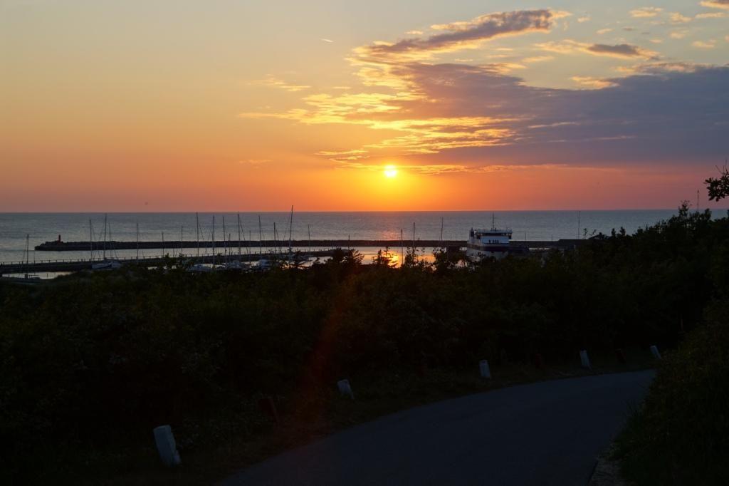 solnedgang over anholt havn