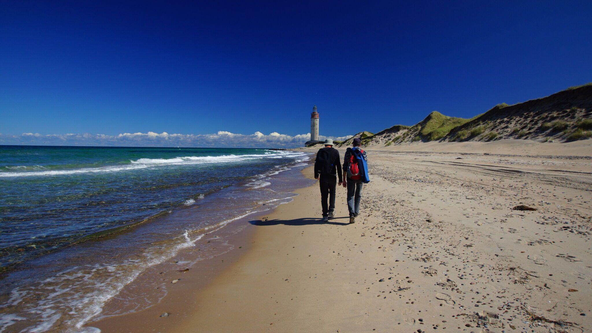 anholt strand med to personer